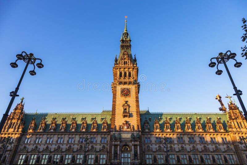 Старый здание муниципалитет на Rathausmarkt в Гамбурге стоковое изображение