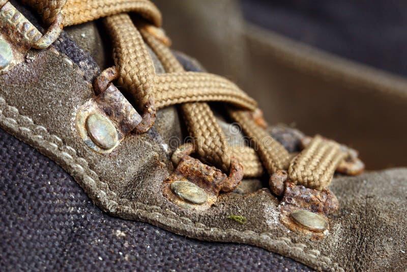 старый используемый trekking ботинок стоковые фото