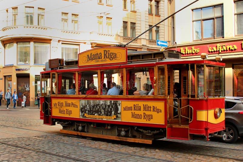 Старый исторический трамвай в Риге, Латвии стоковое фото