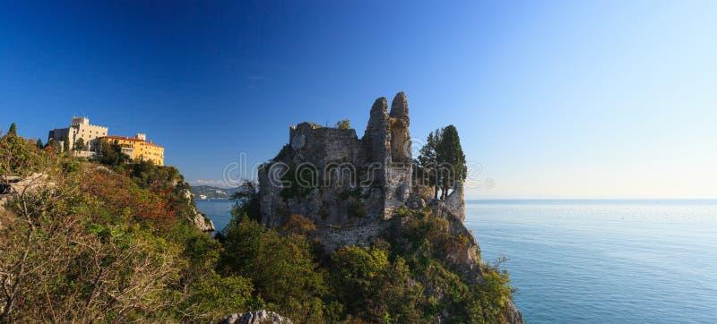Старый и новый замок, Duino стоковые изображения rf