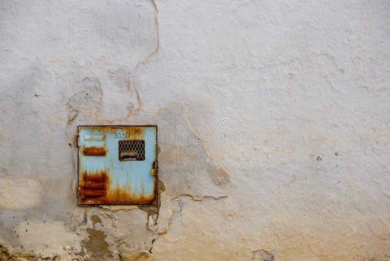 Старый и ржавый метр электричества стоковая фотография rf