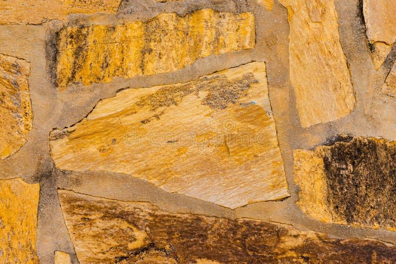 Старый камень помещенный в backgroun стены, интересных и первоначально стоковые фото