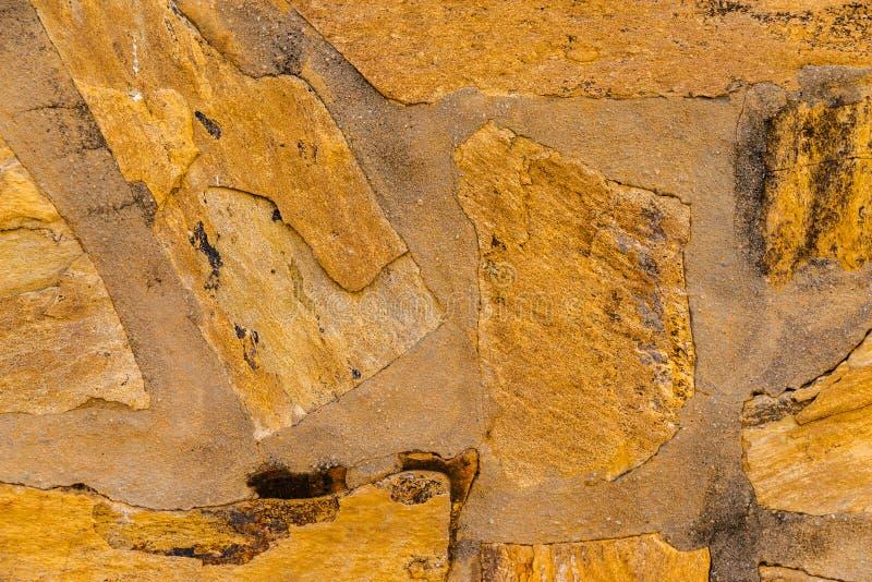 Старый камень помещенный в backgroun стены, интересных и первоначально стоковые изображения