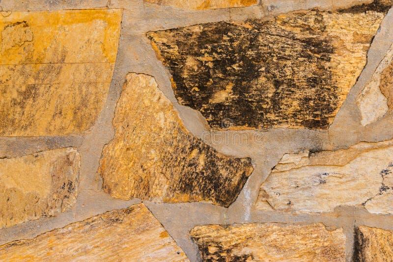 Старый камень помещенный в backgroun стены, интересных и первоначально стоковое изображение rf