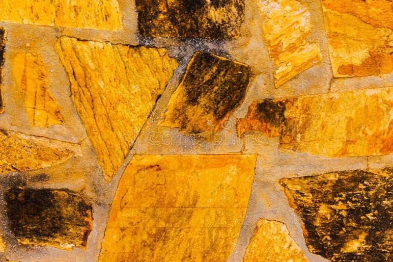 Старый камень помещенный в backgroun стены, интересных и первоначально стоковое изображение