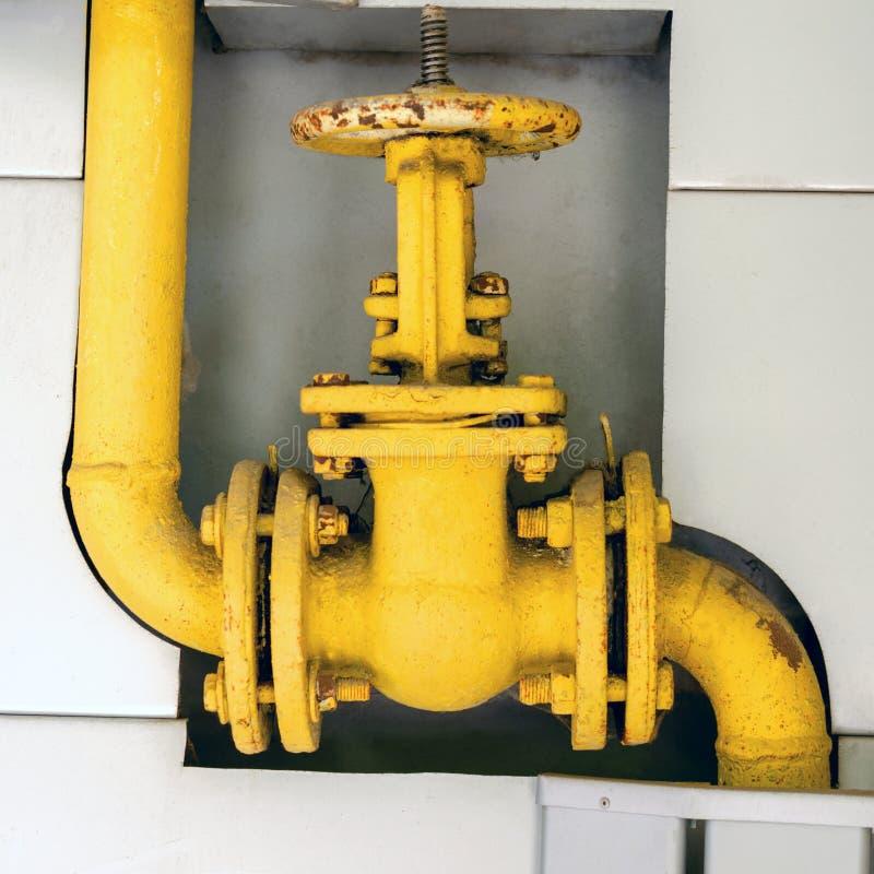 Старый клапан трубы газа для того чтобы контролировать газы входя в систему Для ins стоковые изображения rf