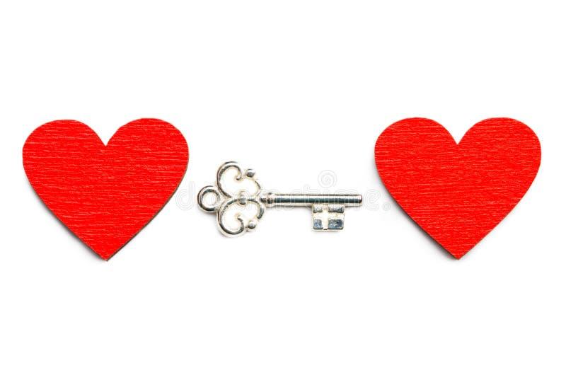 Старый ключ при сердце изолированное на белой предпосылке стоковые изображения