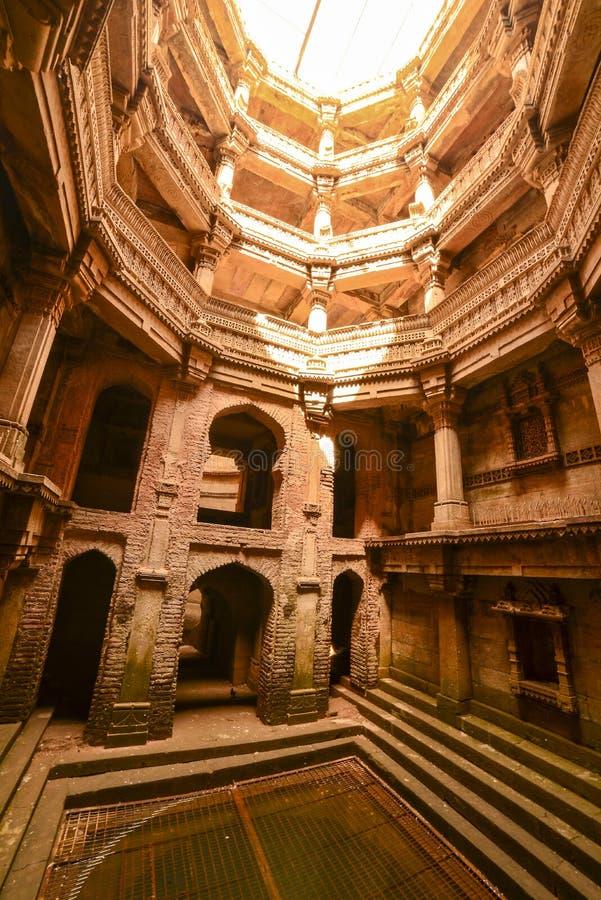 Старый колодец в Ахмадабаде Индии, Гуджарате стоковые фотографии rf