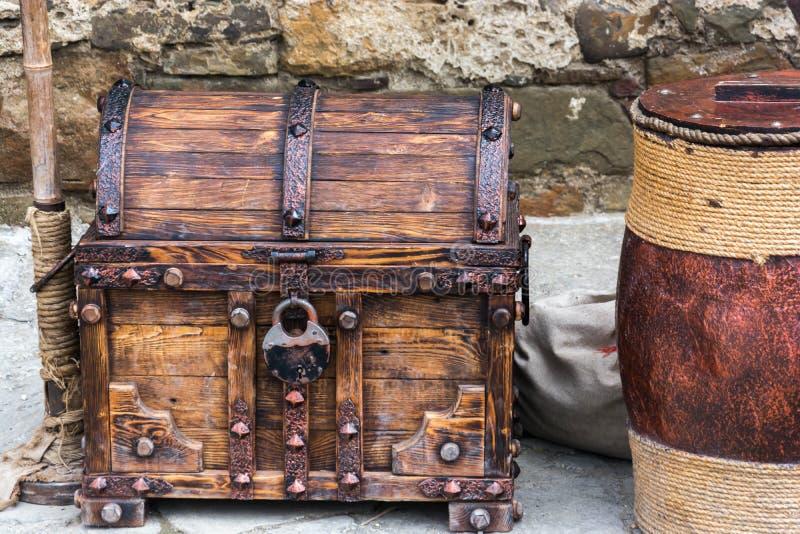 Старый комод стоковые фото