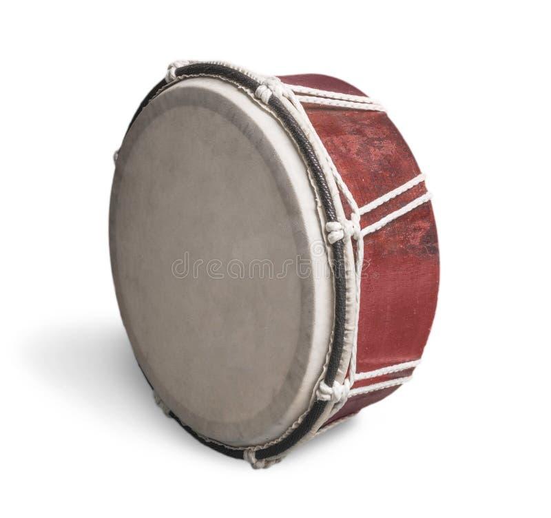 Старый коричневый барабанчик изолированный на белой предпосылке стоковое фото