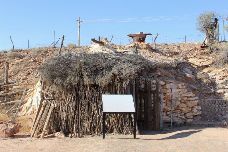 Старый коттедж в деревне Andamooka минирования, южной Австралии стоковое фото rf
