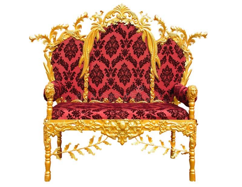 Старый красный золотой трон короля изолированный над белизной стоковые фотографии rf