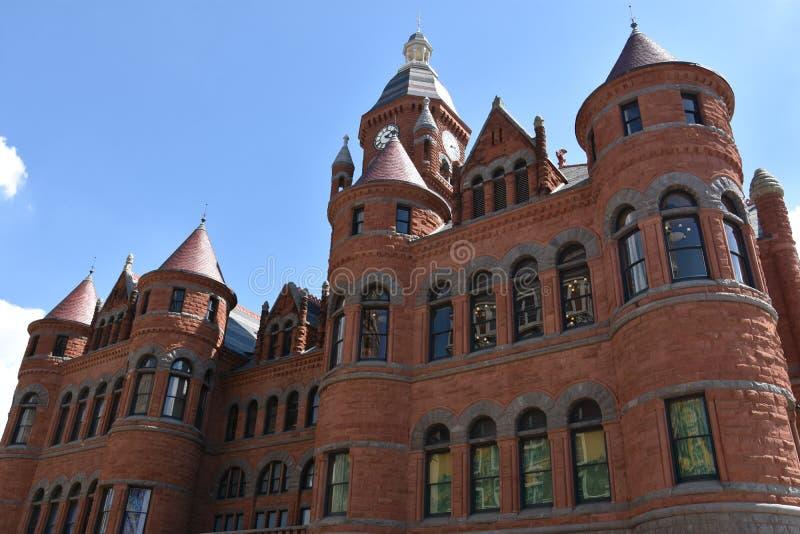 Старый красный музей, в прошлом здание суда Dallas County, в Техасе стоковые фотографии rf