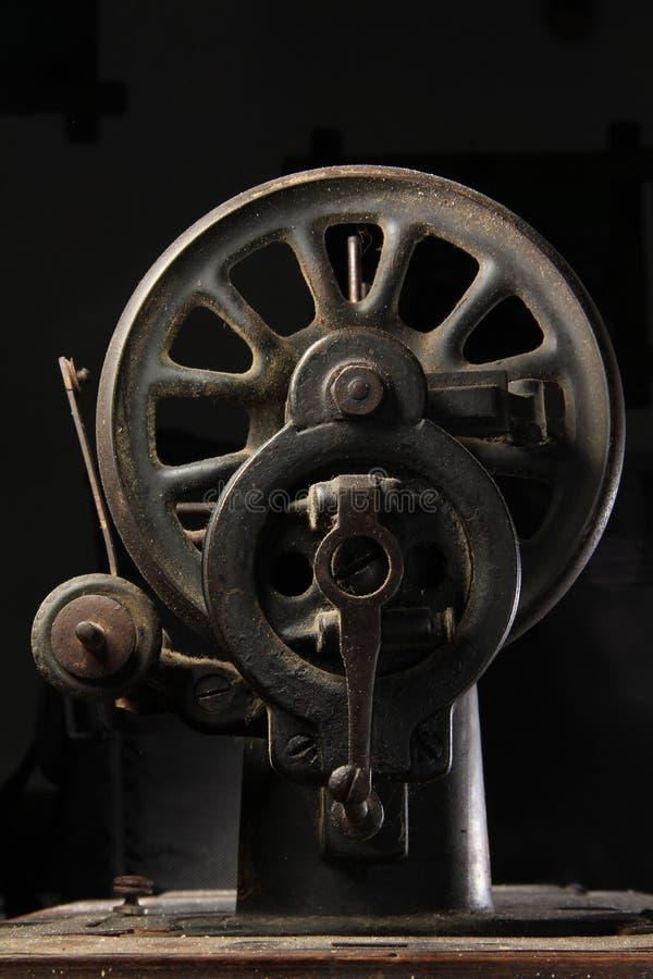 Старый крупный план швейной машины стоковая фотография rf