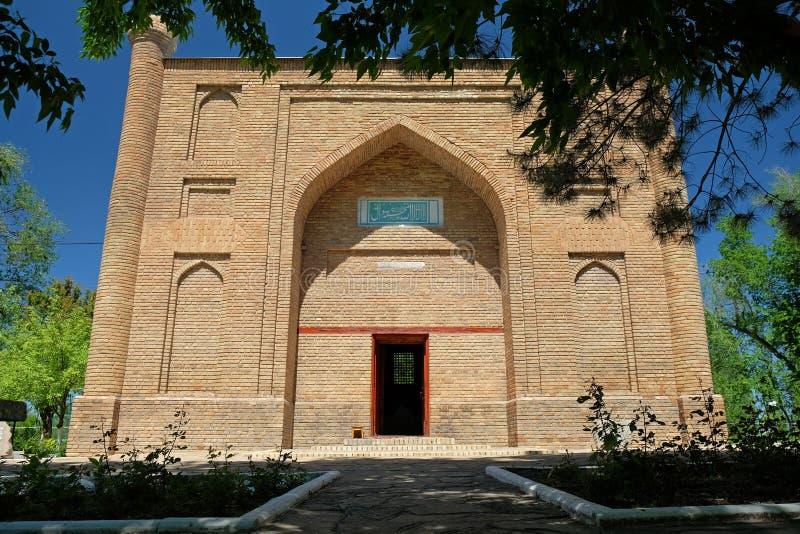 Старый мавзолей Karahan, город Taraz, Казахстан стоковые фотографии rf