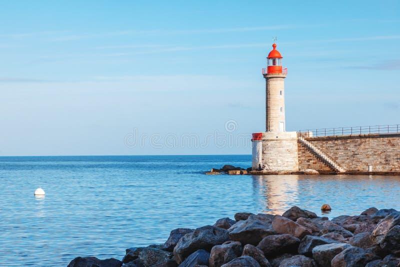 Старый маяк в Bastia, Корсике, Франции Красивый lan моря стоковая фотография rf
