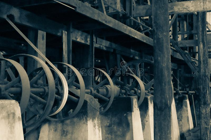 Старый механизм в мельнице стоковое фото