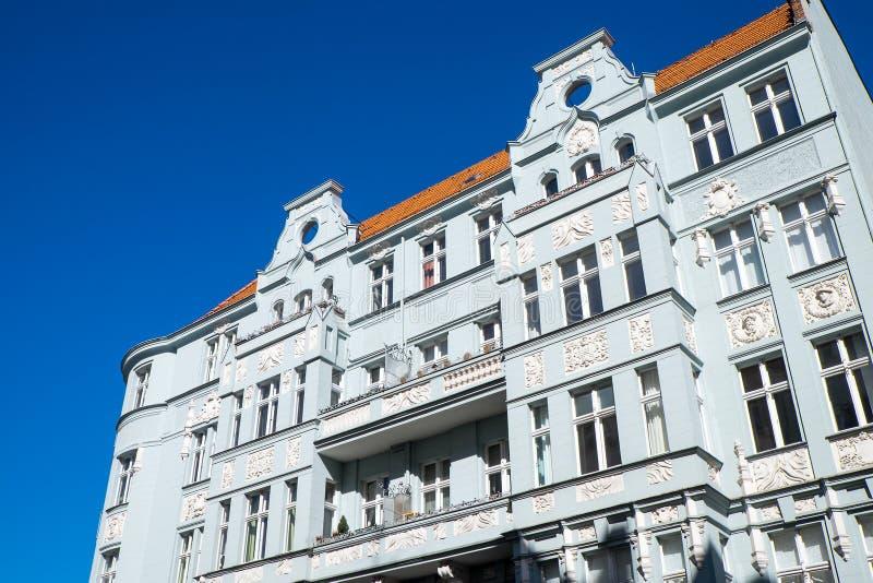 Старый многоквартирный дом в Берлине стоковое изображение rf