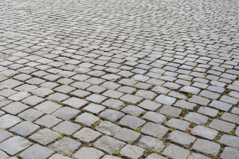 Старый мостить каменную дорогу в Риме стоковое изображение rf