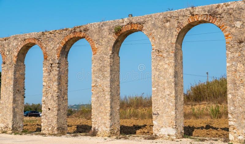 Старый мост-водовод в Obidos Португалия стоковые фото