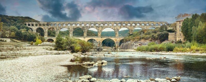 Старый мост-водовод Pont du Гара римский Франция, Провансаль стоковое фото