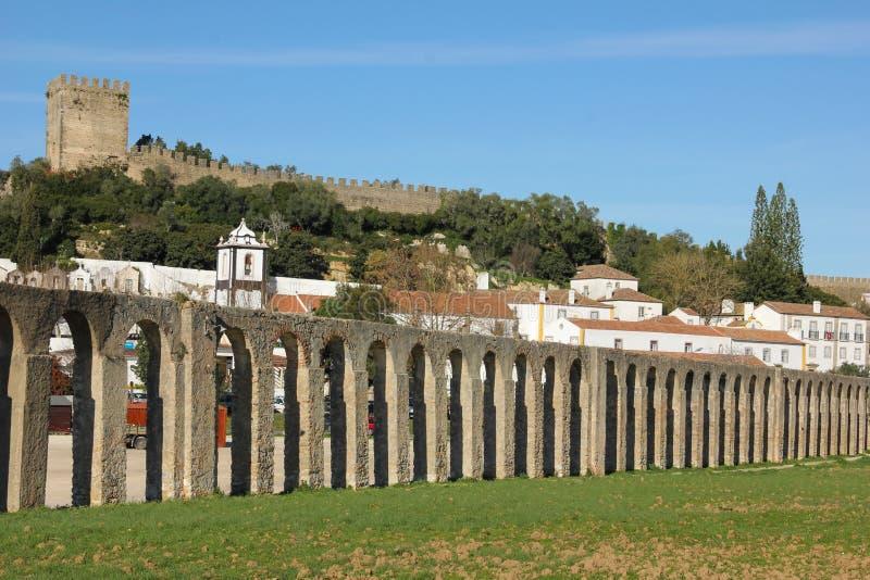 Старый мост-водовод. Obidos. Португалия стоковое изображение