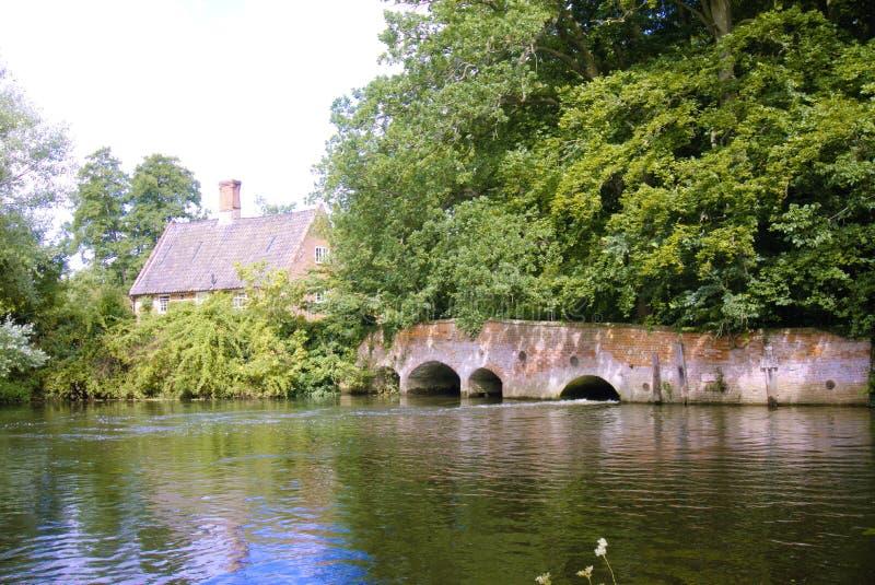 Старый мост мельницы стоковые фотографии rf