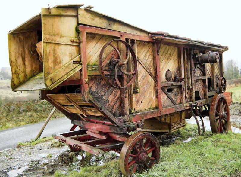 Старый молотить - машина стоковое изображение