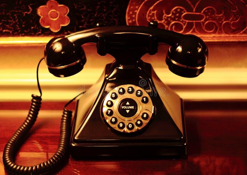 Старый настольный телефонный аппарат стоковое фото