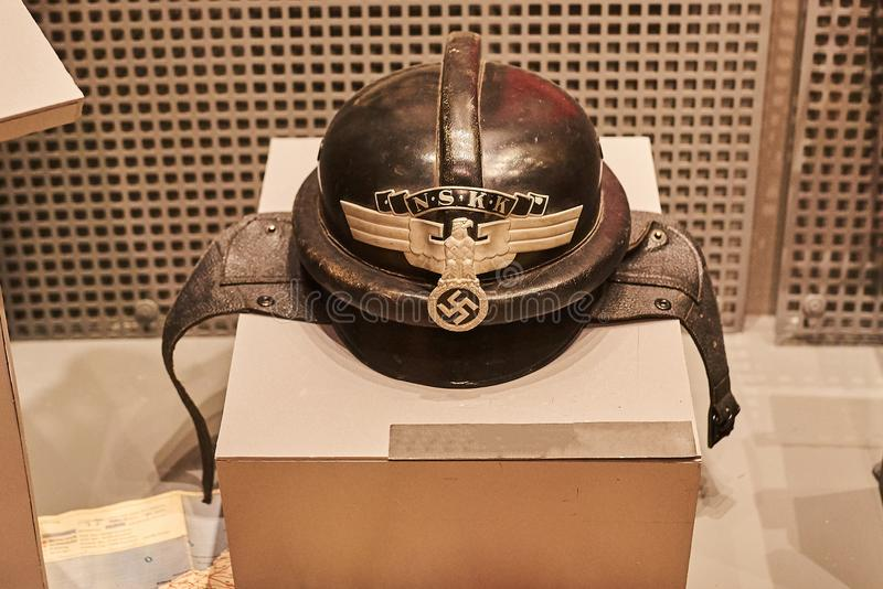 Старый немецкий воинский шлем Второй Мировой Войны стоковые фото
