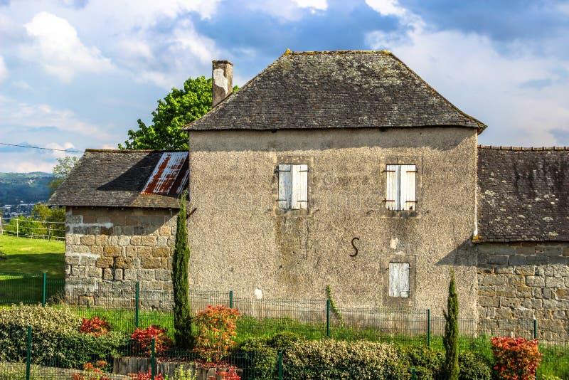 Старый дом в Ла Pigeonnie, Brive-Ла-Gaillarde, Correze, Лимузине, Франции стоковые фотографии rf