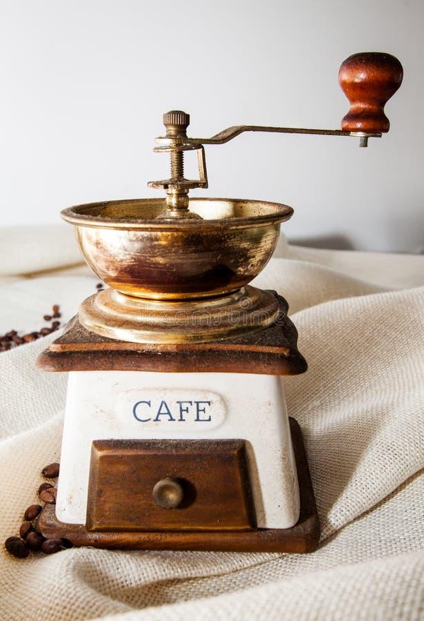Старый пакостный точильщик coffe стоковое изображение