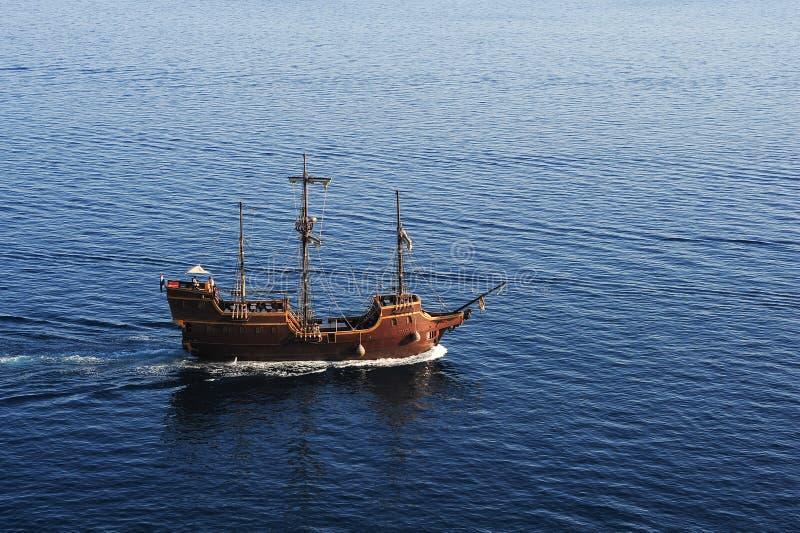 Старый парусник на побережье che Dubrivnik стоковая фотография