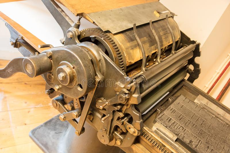 Старый печатный станок смещения стоковые фото