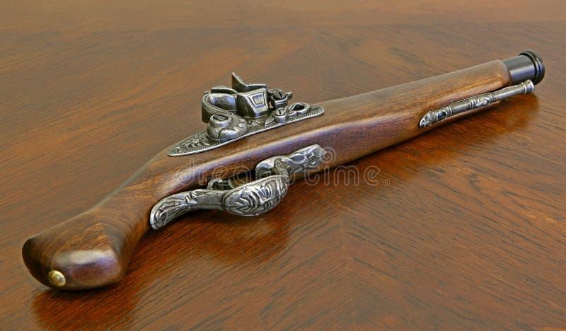 Старый пистолет стоковые изображения
