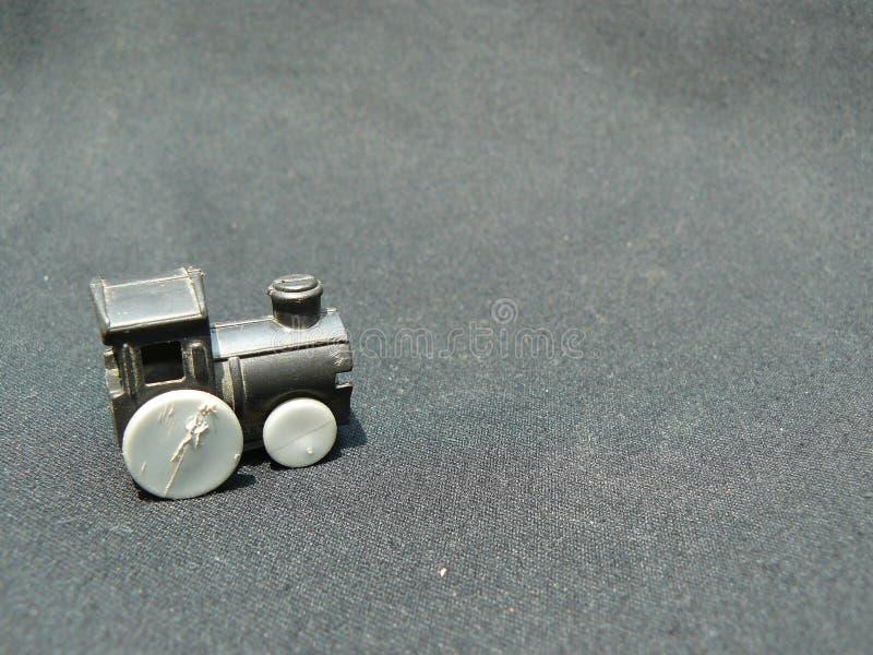 Старый пластичный двигатель игрушки поезда стоковые изображения rf