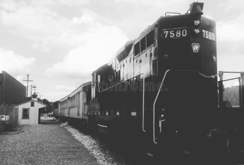 Старый поезд 7580, черно-белый стоковые изображения rf