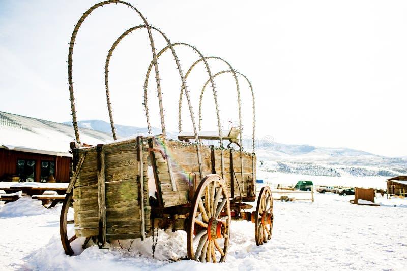 Старый покинутый экипаж лошади стоковые фотографии rf