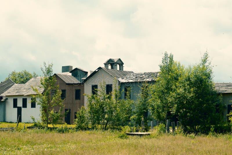 Старый получившийся отказ дезертированный город стоковое изображение