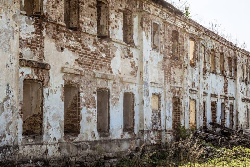 Старый получившийся отказ разрушанный жилой дом стоковое изображение rf