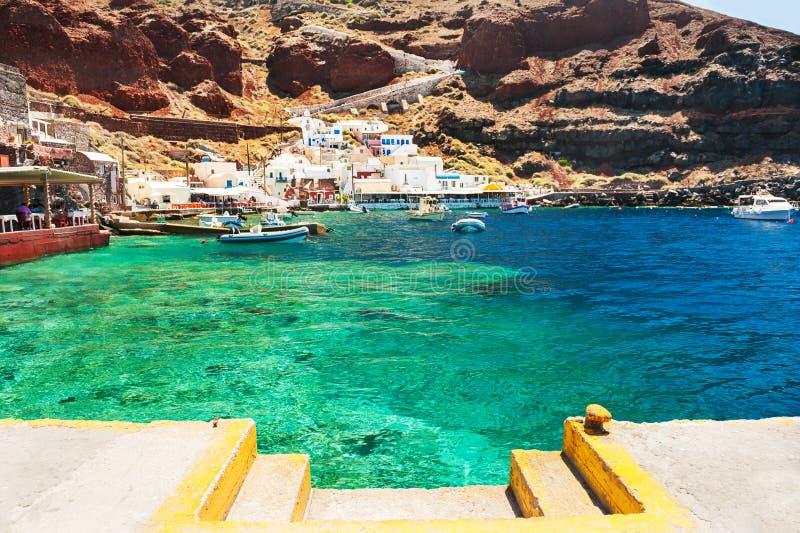Старый порт в деревне Oia на острове Santorini, Греции стоковая фотография rf