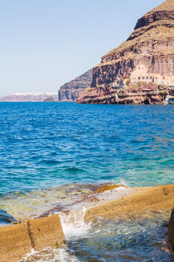 Старый порт Ammoudi деревни Oia на острове Santorini в Эгейском море, Греции стоковая фотография rf