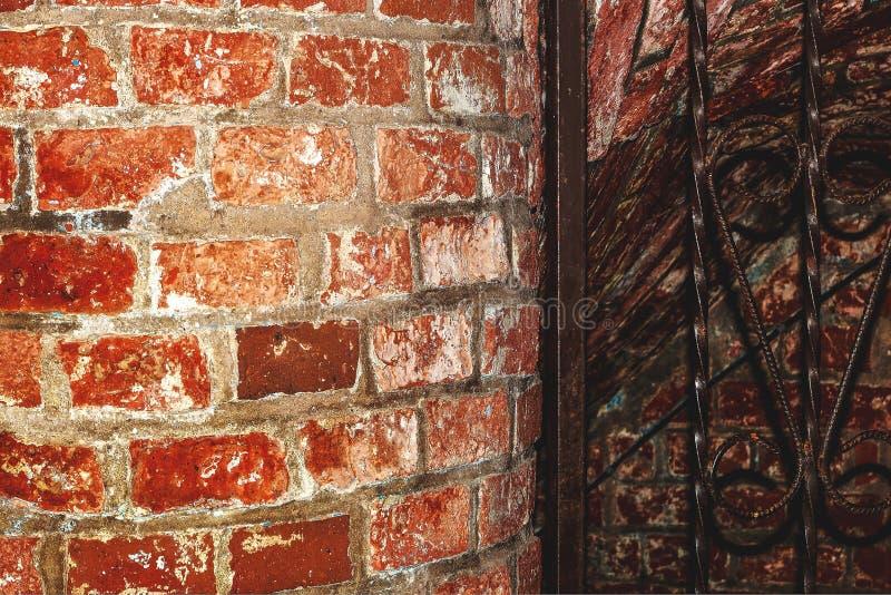 Старый проход к подвалу стоковые фотографии rf