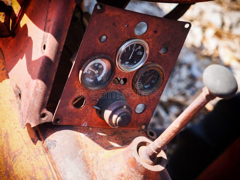 Старый пульт управления трактора стоковое изображение rf