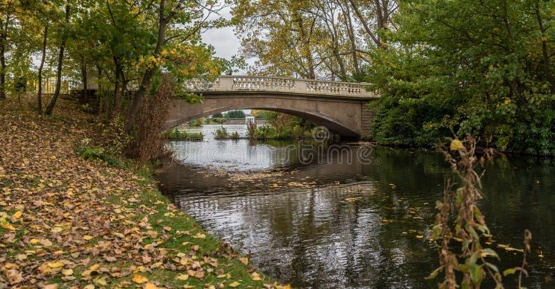 Старый разрушенный мост стоковое фото