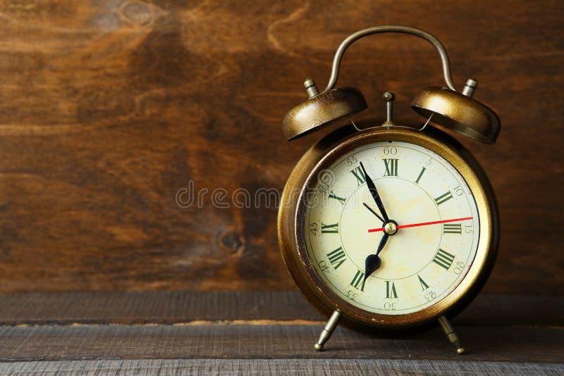 Старый ретро будильник стоковая фотография