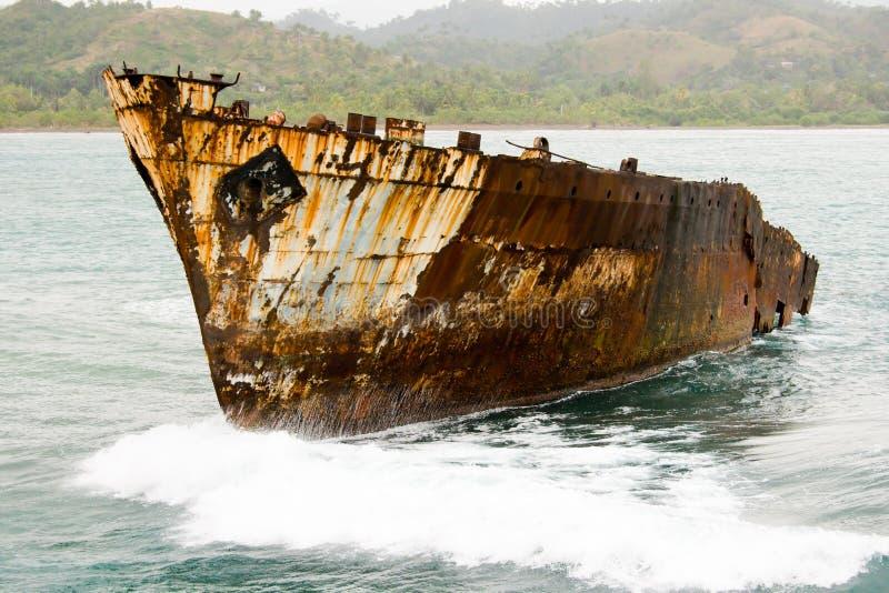 старый ржавый корабль моря стоковое фото