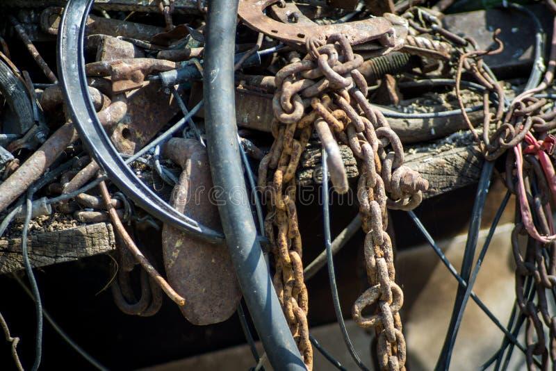 Старый ржавый металлолом, конец вверх по взгляду стоковое фото