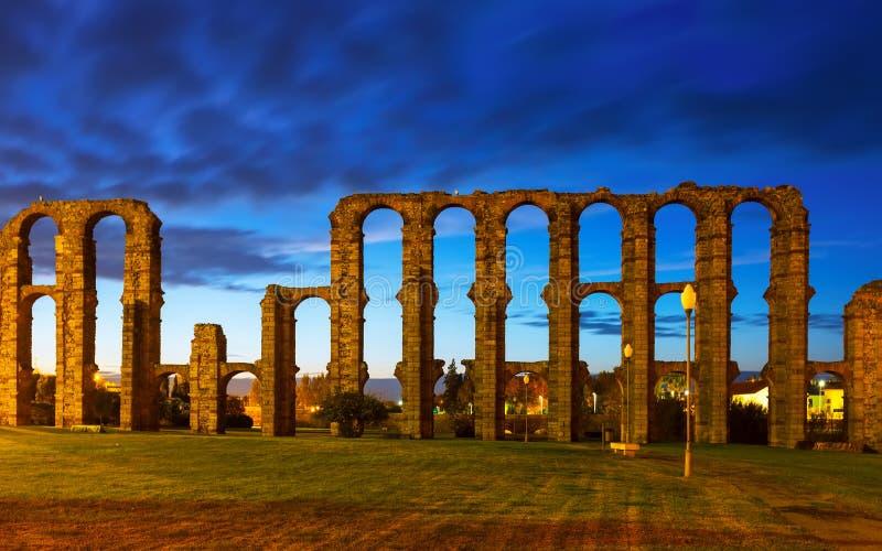 Старый римский мост-водовод на Мериде Испания стоковая фотография