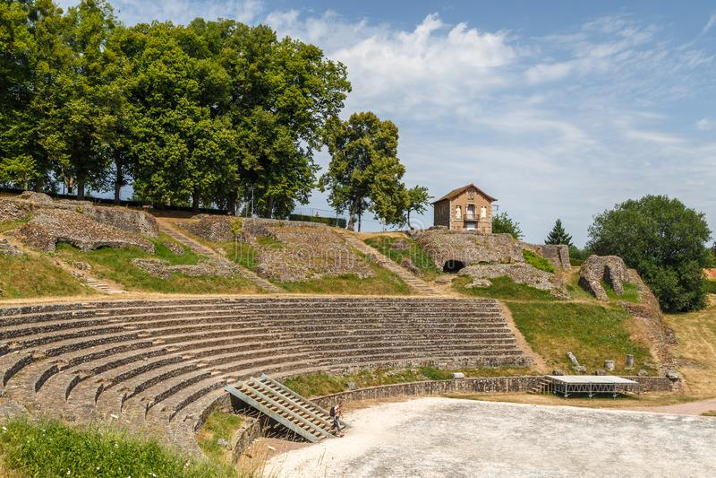 Старый римский театр руин в историческом городе Autun, Франции стоковые изображения